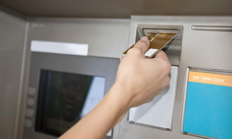 Los tenedores americanos de la tarjeta American Express gastaron más en el primer trimestre de 2012 que  en el año pasado.  (Foto: Thinkstock)