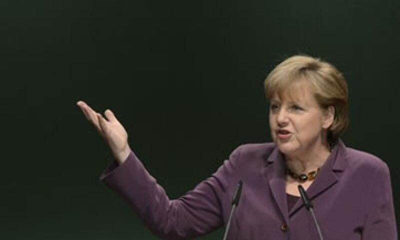 Merkel dijo que se reunirá con Hollande tan pronto como éste asuma la presidencia de Francia. (Foto: Reuters)