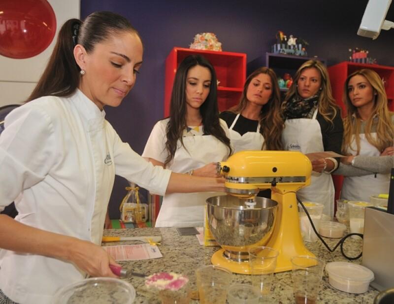 Chantal Torres, Ana Otero, Fernanda Guzmán y Vivi Minvielle muy atentas a las indicaciones de la chef.