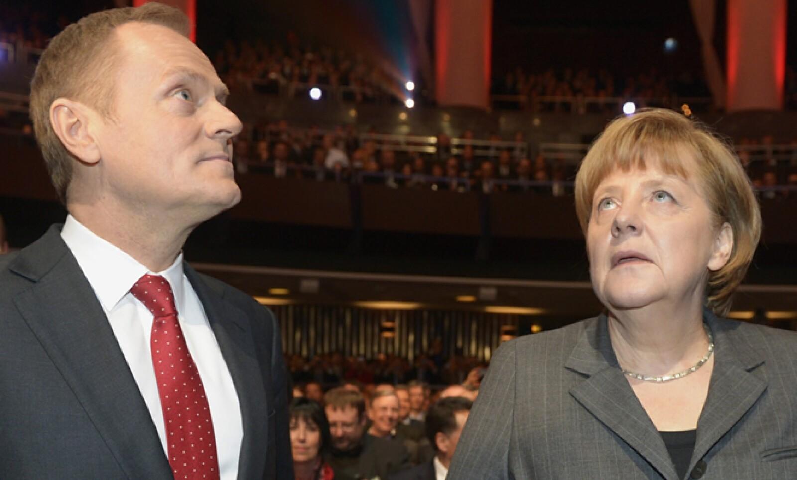El primer ministro polaco, Donald Tusk y la canciller alemana, Angela Merkel, en la ceremonia de apertura de la feria CeBIT.