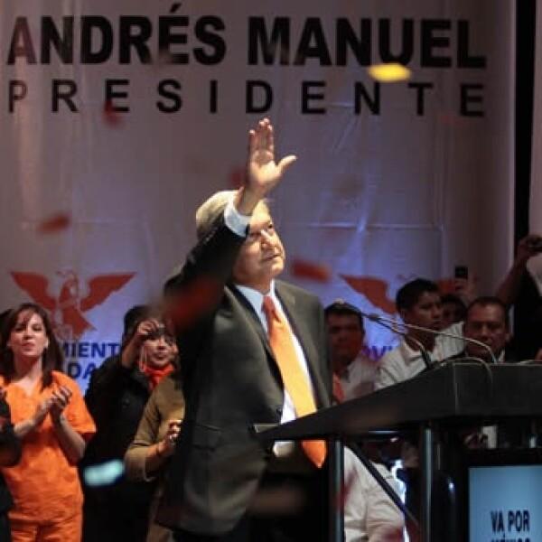 López Obrador toma protesta como candidato de Movimiento Ciudadano