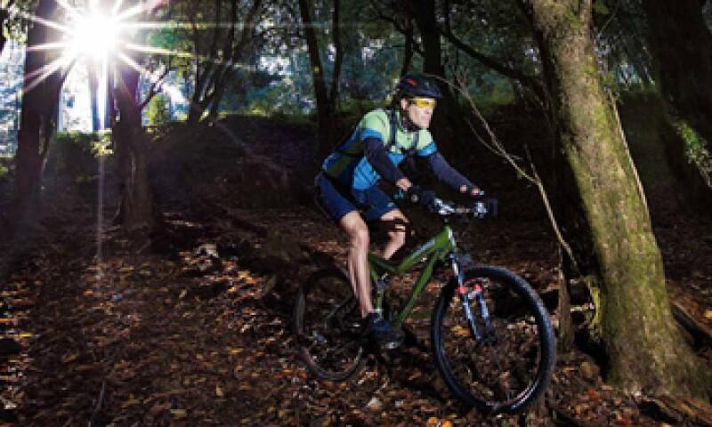 Francisco Schnaas, fundador de Experimenta, practica ciclismo de alta montaña. (Foto: Duilio Rodríguez)