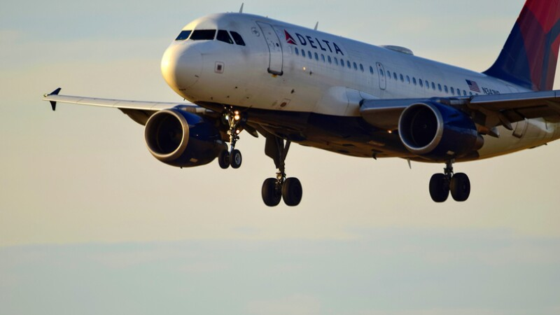 Delta Airlines Airplane Landing