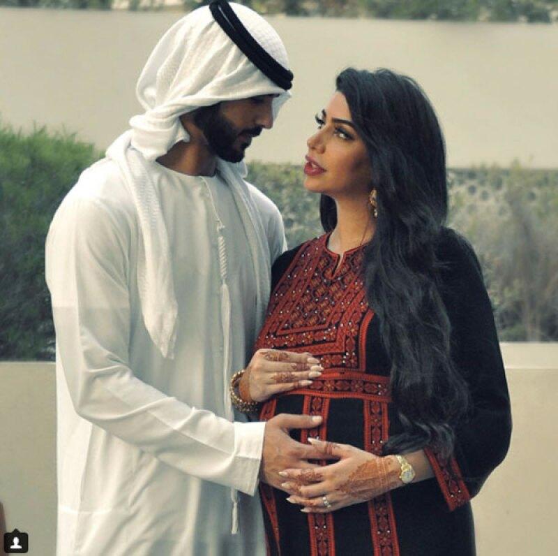El hombre que fuera expulsado de Arabia Saudita por ser &#39demasiado guapo&#39 se encuentra a la espera de su primer hijo junto a su esposa, Yasmin.
