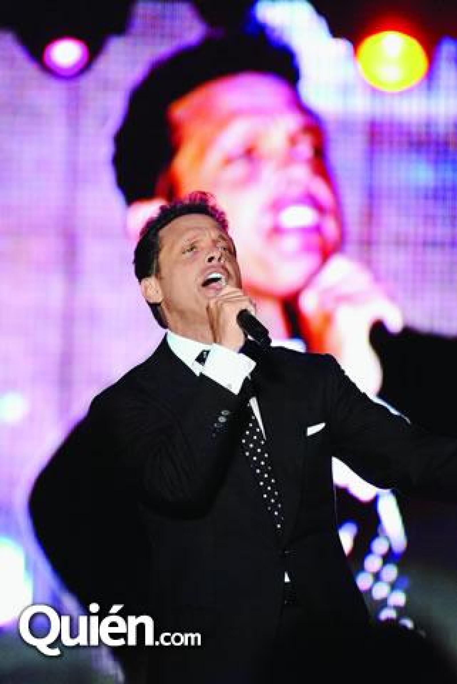 """Luis Miguel empezó su espectáculo con la canción """"Qué nivel de mujer""""."""