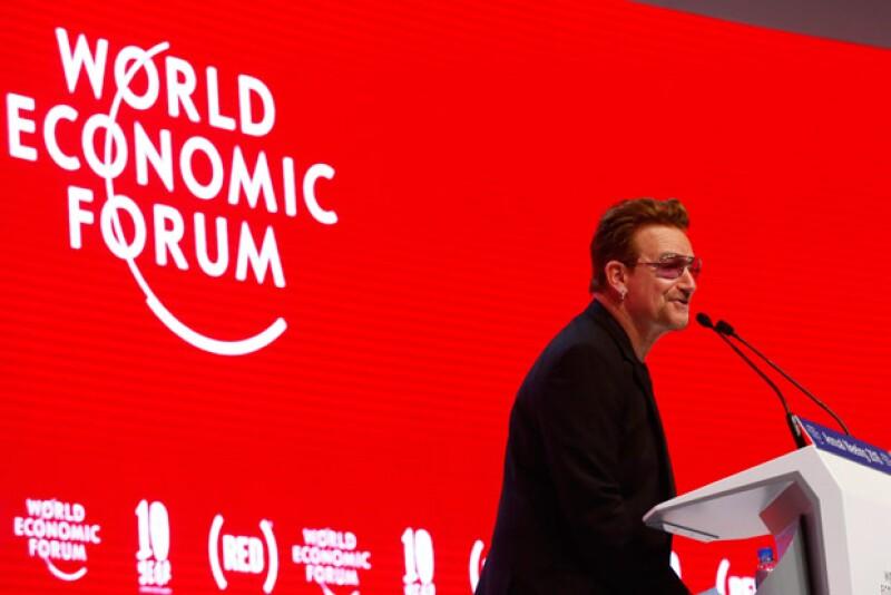 Bono celebró en Davos el décimo aniversario de la campaña RED contra el VIH, de la cual es cofundador.
