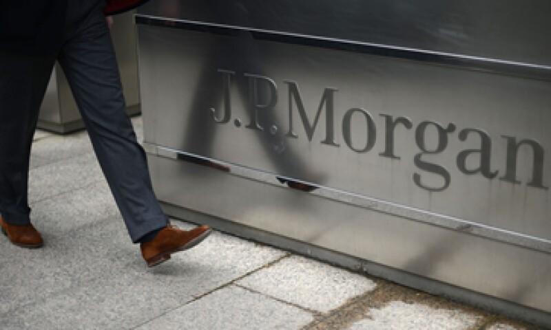 JPMorgan perdió al menos 5,800 mdd en operaciones de derivados de créditos que resultaron mal.  (Foto: Reuters)