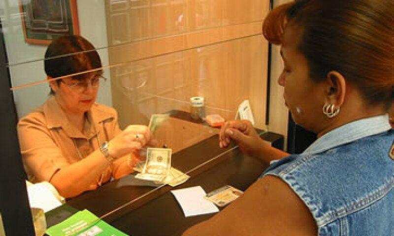 Los no residentes en Venezuela que vendan divisas al ingresar al país lo harán a la misma tasa que indique el Banco Central. (Foto: Getty Images )