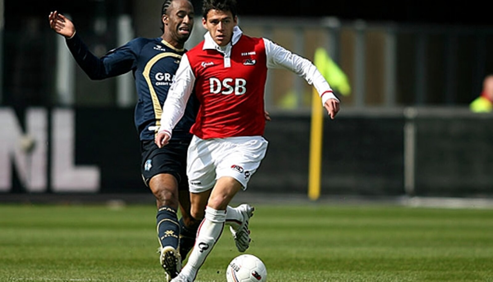 El defensa Héctor Moreno se ha afianzado como titular en el AZ Alkmaar de holanda
