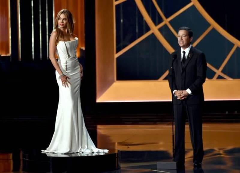 El Emmy puso a Sofía Vergara en un pedestal, literalmente.