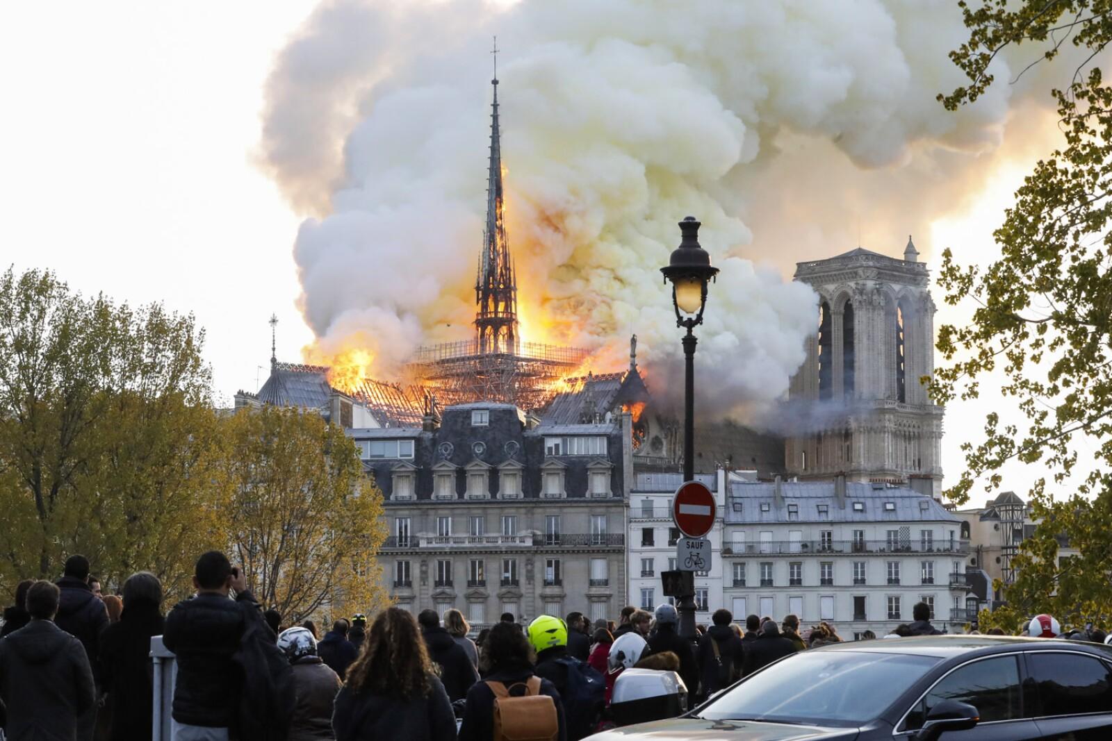 Incendio Notre Dame-1