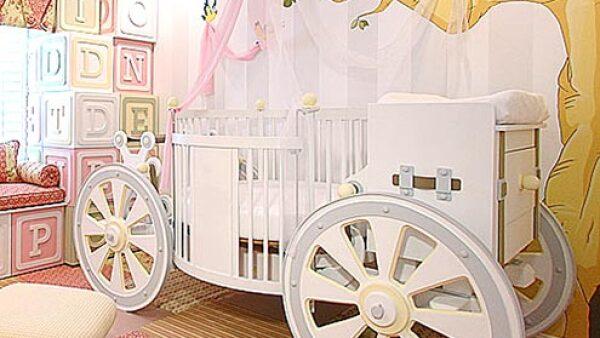 Una cuna digna de una princesa:Kim y Kanye no escatimarán en amueblar la recámara de su bebé con las piezas más lujosas, por ello creemos que este `carruaje´ con valor de 20 mil dls será ideal para tener dulces sueños.