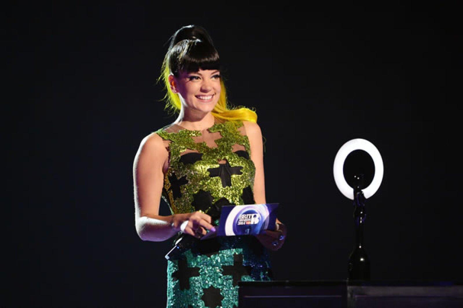 La cantante y actriz Lily Allen presentó un premio.