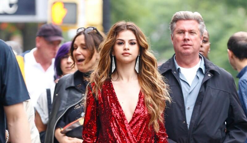 La estrella pop de 23 años acaparó las miradas durante un photoshoot en las calles de la Gran Manzana donde no usó uno, sino dos vestidos super sexys.