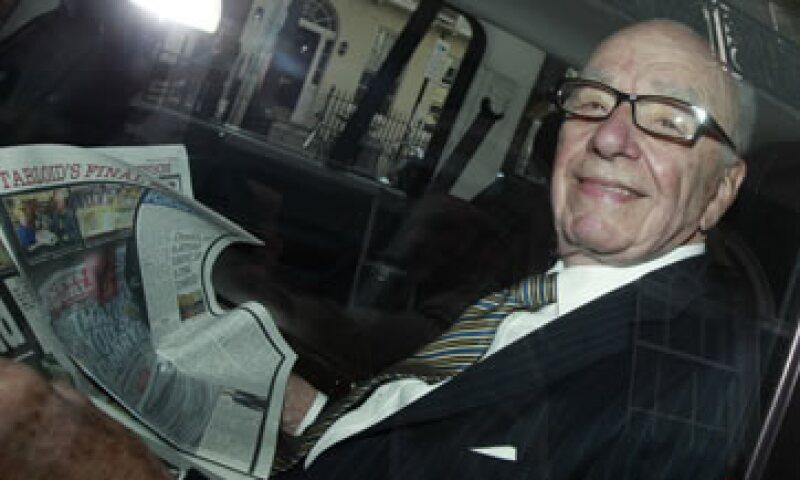 Rupert Murdoch llegó a Londres para hacer frente a los escándalos en los que su organización se vio envuelta por intervenciones telefónicas. (Foto: Reuters)