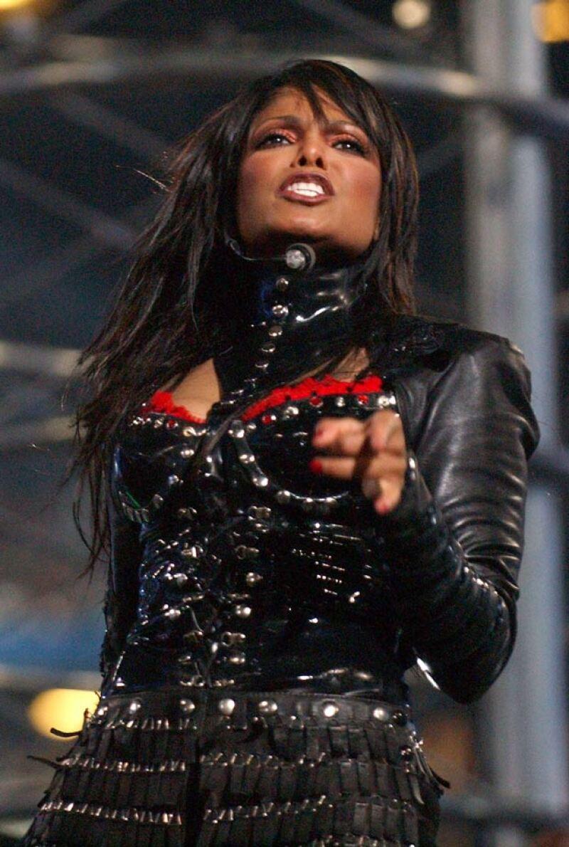 Después de años fuera de la industria, la cantante está de vuelta y deja ver toda su sexytud en el video de su nuevo sencillo.