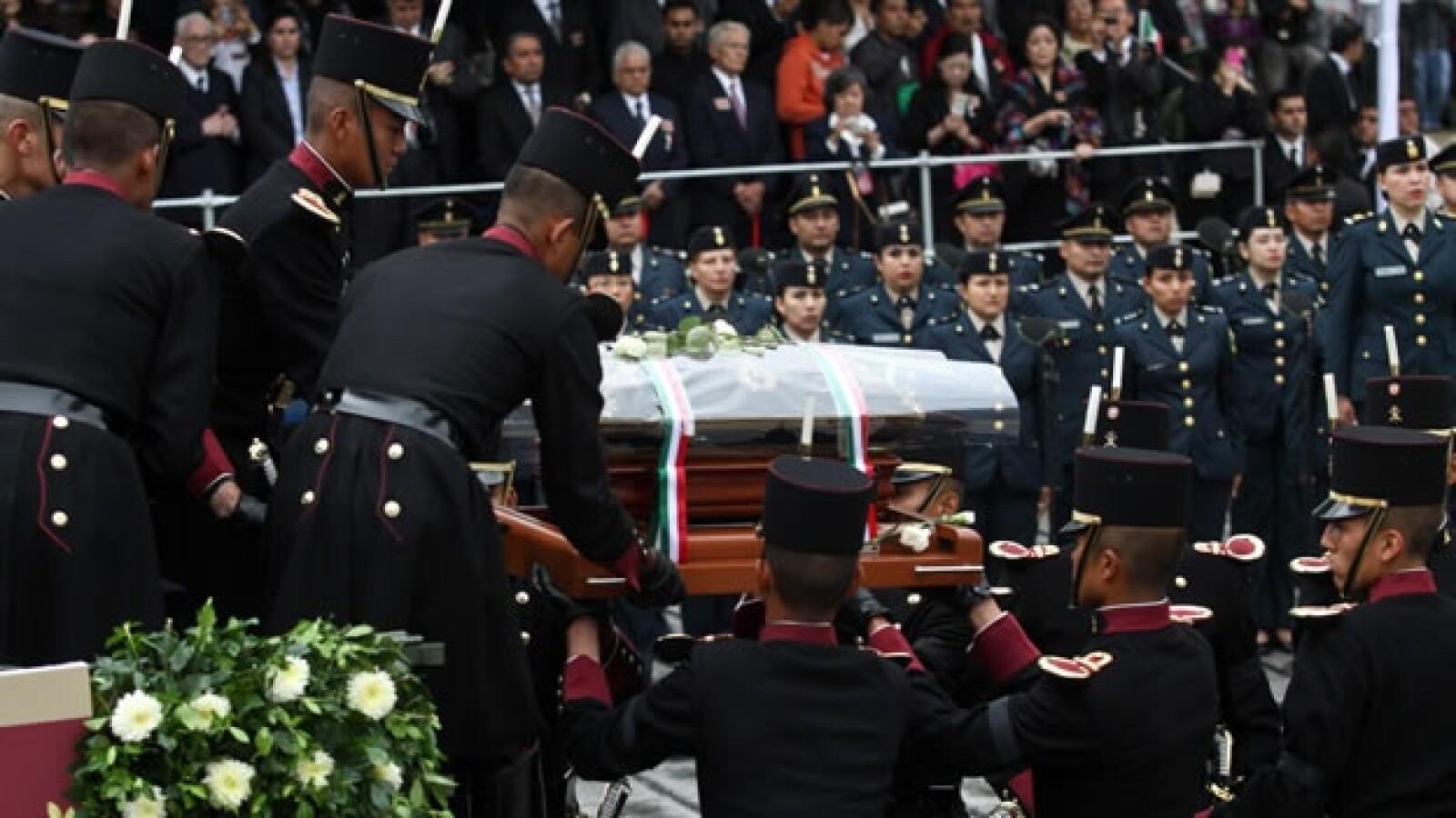 Los restos de los héroes patrios regresan al Ángel