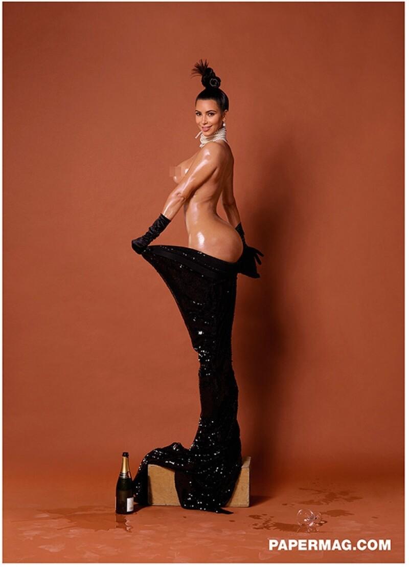 La revista Paper ha revelado dos nuevas fotografías en las que la sociliaté luce su anatomía totalmente al descubierto.