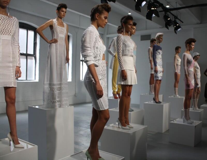 Durante la cuarta jornada de la Semana de la Moda neoyorquina Catherine Malandrino presentó su propuesta estival en una galería de arte en el barrio de Chelsea.