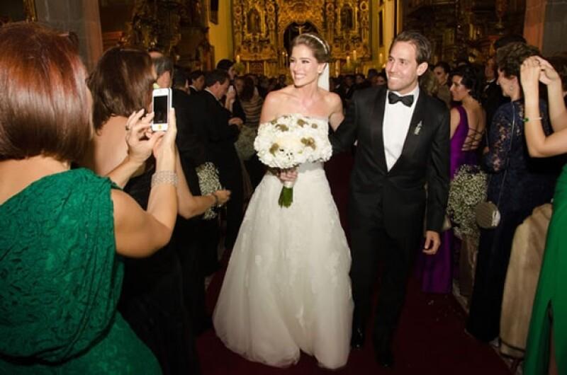 """La conductora compartió la feliz noticia de que a casi dos meses de su boda con Gustavo Guzmán, están en espera de """"un bebé muy deseado""""."""