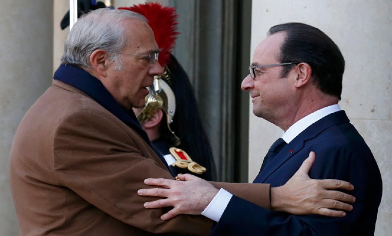 Ángel Gurría también estuvo entre quienes le dieron sus condolencias a Hollande.