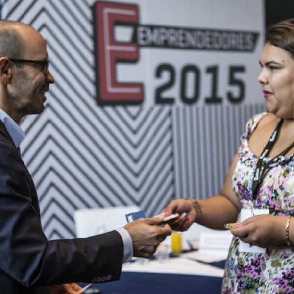 """""""La falta de financiamiento te puede matar, pero el exceso te puede matar más rápido"""", otro consejo destacado de Carlos Danel, quien después de la plática, saludó y convivió con los finalistas."""