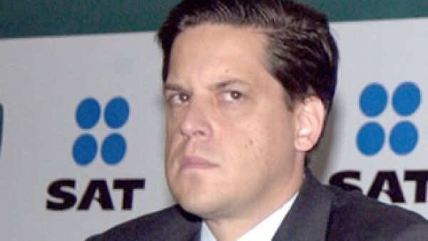 Alfredo Gutiérrez Ortíz Mena, jefe del SAT, precisó que en materia de ingresos tributarios se registró un incremento de 7.1% real durante 2010. (Foto: Notimex)