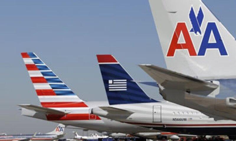 En febrero, ambas compañías anunciaron sus planes para crear una empresa con 6,700 vuelos diarios e ingresos anuales por 40,000 mdd. (Foto: AP)