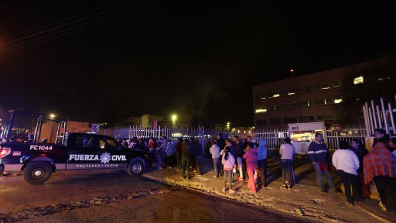 Desde afuera de las instalaciones penitenciarias, familiares pidieron conocer el nombre de las personas fallecidas en el enfrentamiento.