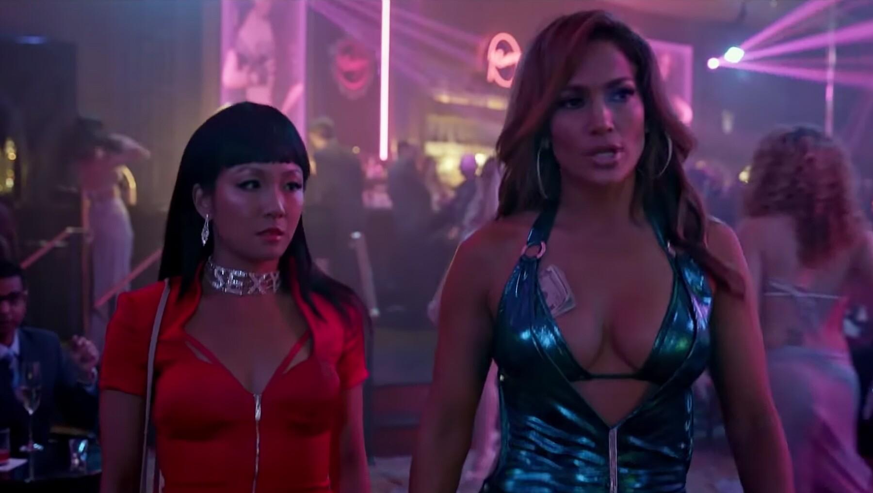 Constance Wu y Jennifer Lopez