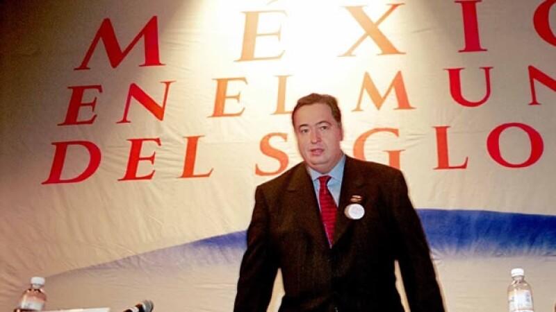 El exfuncionario Fausto Alzati, que se vio involucrado en un supuesto acto de censura el viernes durante la inauguración de una exposición