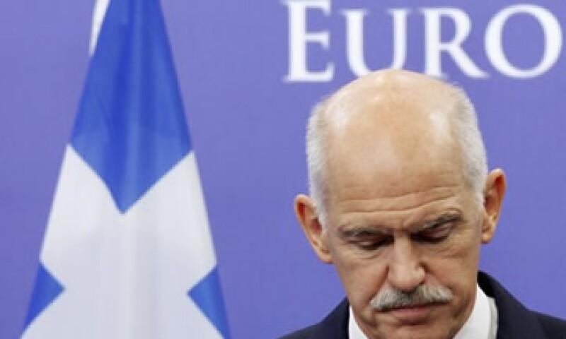 Los sondeos de opinión muestran que la mayoría de los griegos se opone al plan de rescate, pero están a favor de seguir en la zona euro. (Foto: Reuters)