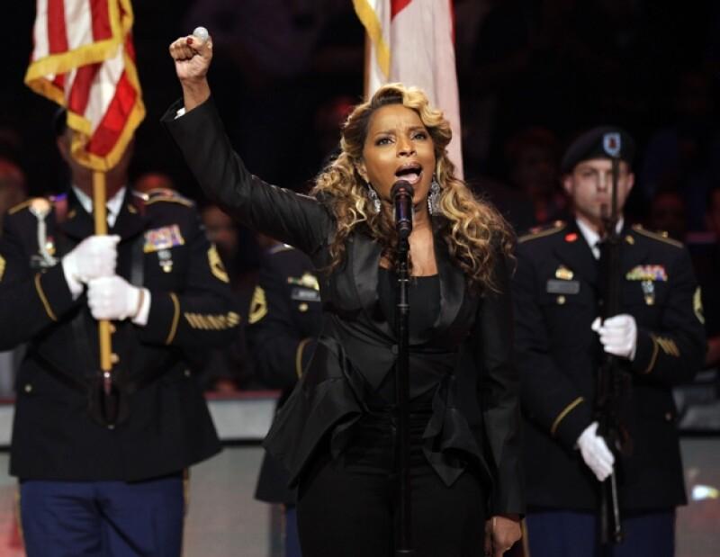 La cadena de hamburguesas lanzó un video promocional que no estaba terminado, el cual generó la molestia de los fans de la cantante.