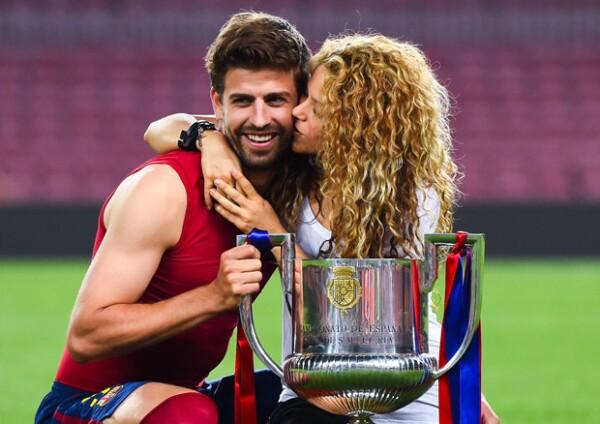 La cantante y el futbolista derramaron miel en Camp Nou con el festejo del Barcelona.