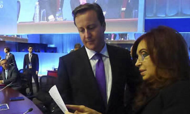 La presidenta de Argentina, Cristina Fernández y el primer ministro de Reino Unido, David Cameron, tuvieron un desencuentro en los pasillos de la sede de la Cumbre del G20. (Foto: AP)