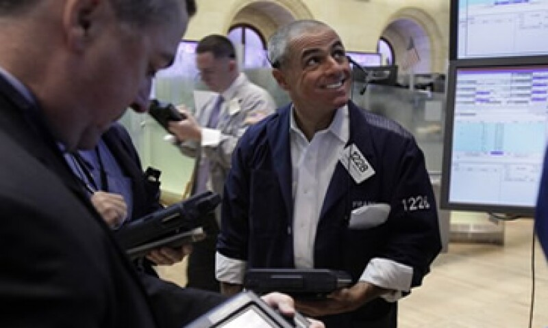 La Fed compra actualmente 85,000 mdd en bonos para alentar la recuperación económica. (Foto: Archivo)
