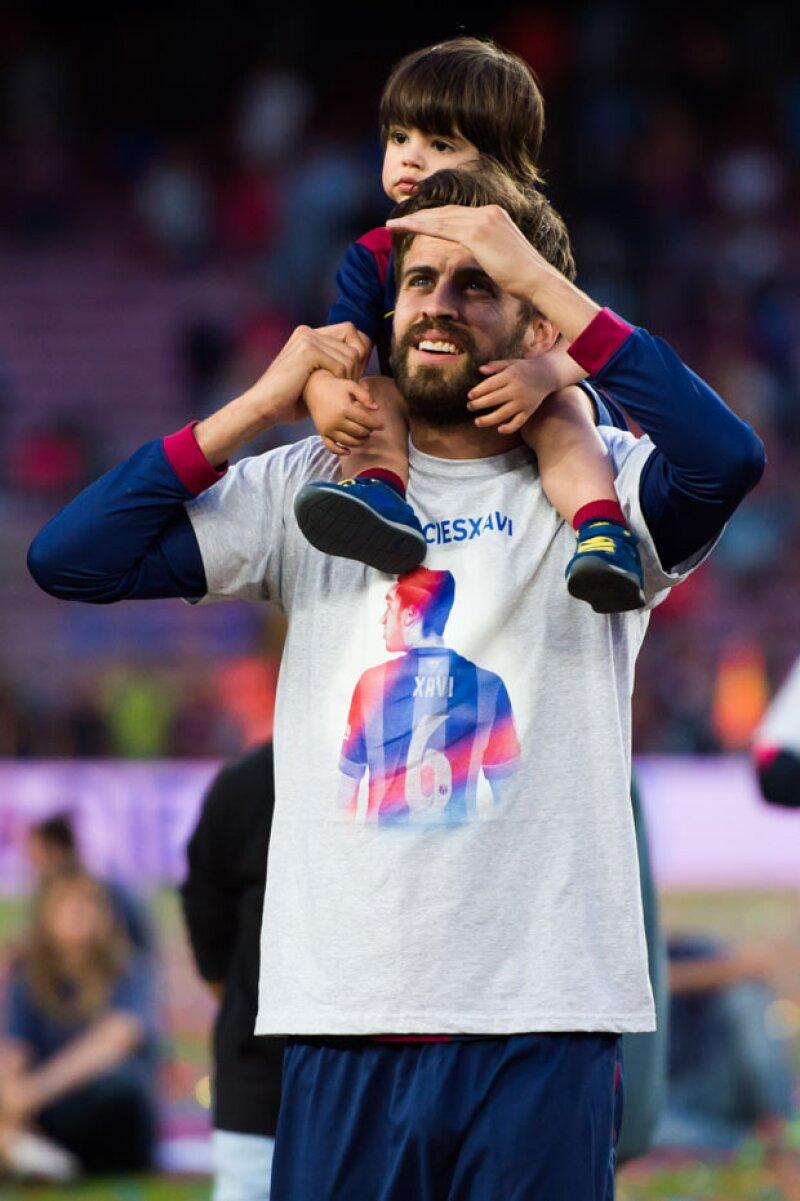 Si bien la atención se ha centrado en el recién llegado Sasha, es ahora que su hermano mayor abarca los reflectores al celebrar la victoria de su padre en el Barça.