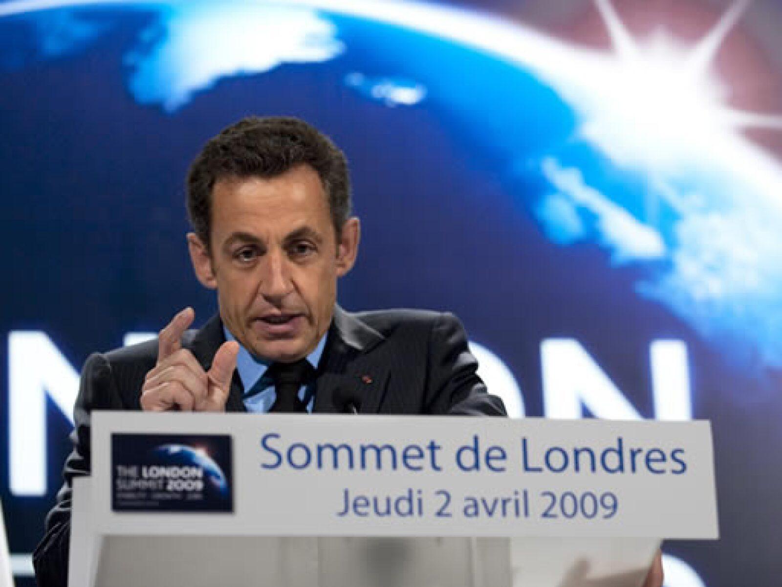 Finalmente, el presidente francés, Nicolás Sarkozy, asistió a la reunión del G20 luego de haber amenazado con no acudir si no se concretaban compromisos serios para enfrentar la recesión mundial.
