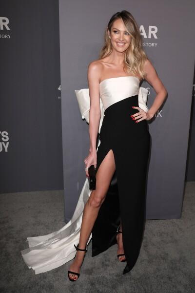 Candice Swanepoel llegando a la amfAR gala NY 2019