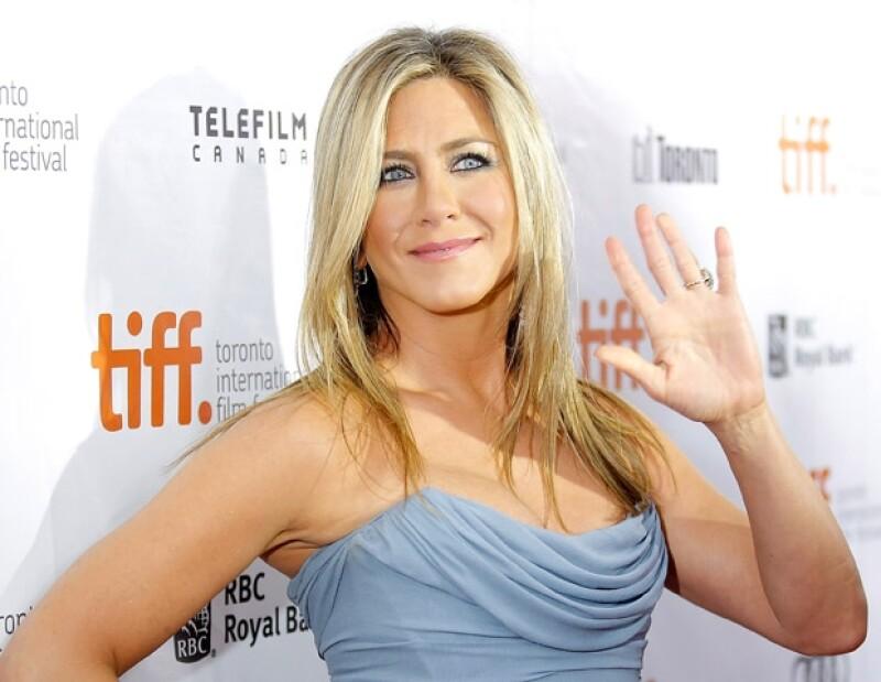Durante el homenaje a uno de los directores de la popular serie, la actriz que interpretó a Rachel Green no descartó participar en un reencuentro.