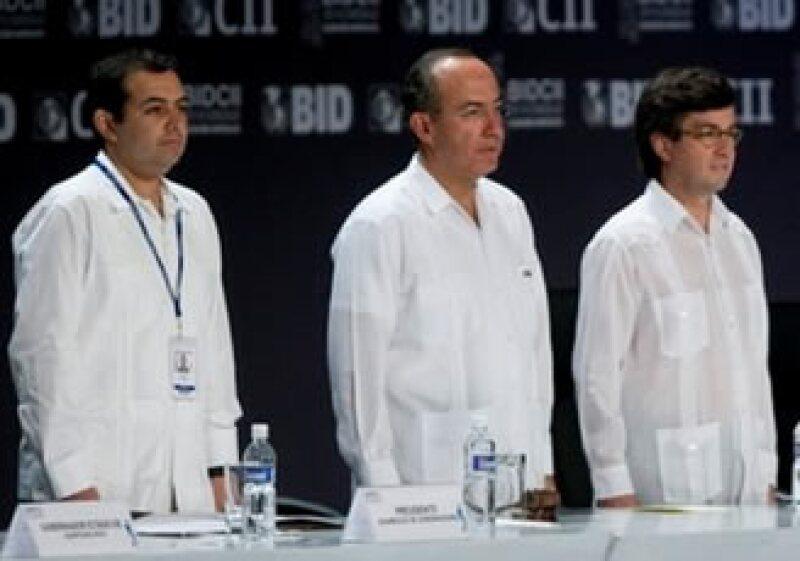 Ernesto Cordero, secretario de Hacienda; Felipe Calderón, presidente de México; y Luis Alberto Moreno, titular del BID; estuvieron presentes en la reunión de organismo en Cancún. (Foto: Reuters)