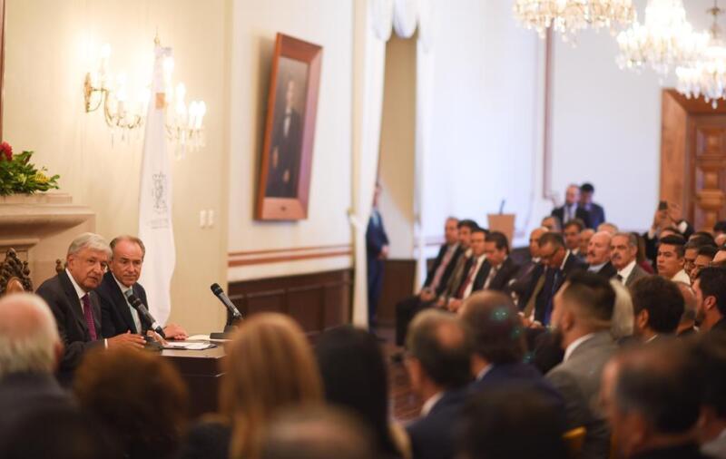 En México ya no se utilizará para la extracción petrolera la técnica denominada 'fracking', aseguró Andrés Manuel López Obrador en su gira por SLP tras su reunión con el gobernador Juan Manuel Carreras.
