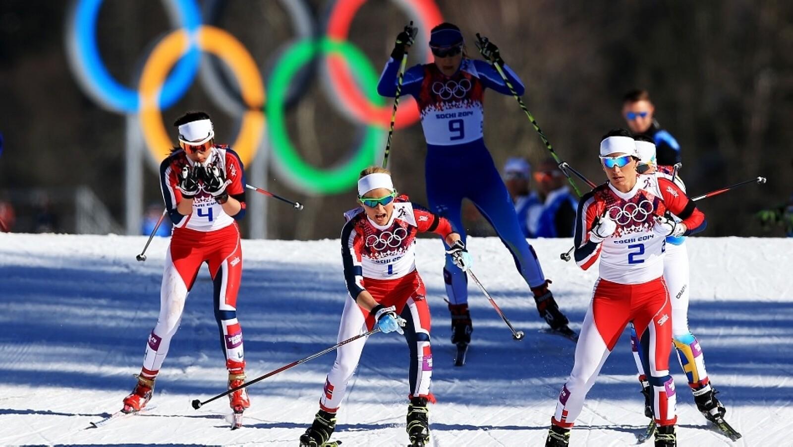 El equipo noruego de mujeres casi barre con el skiathon