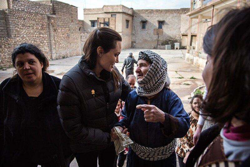 La directora visitó a refugiados en diferentes partes de Irak.