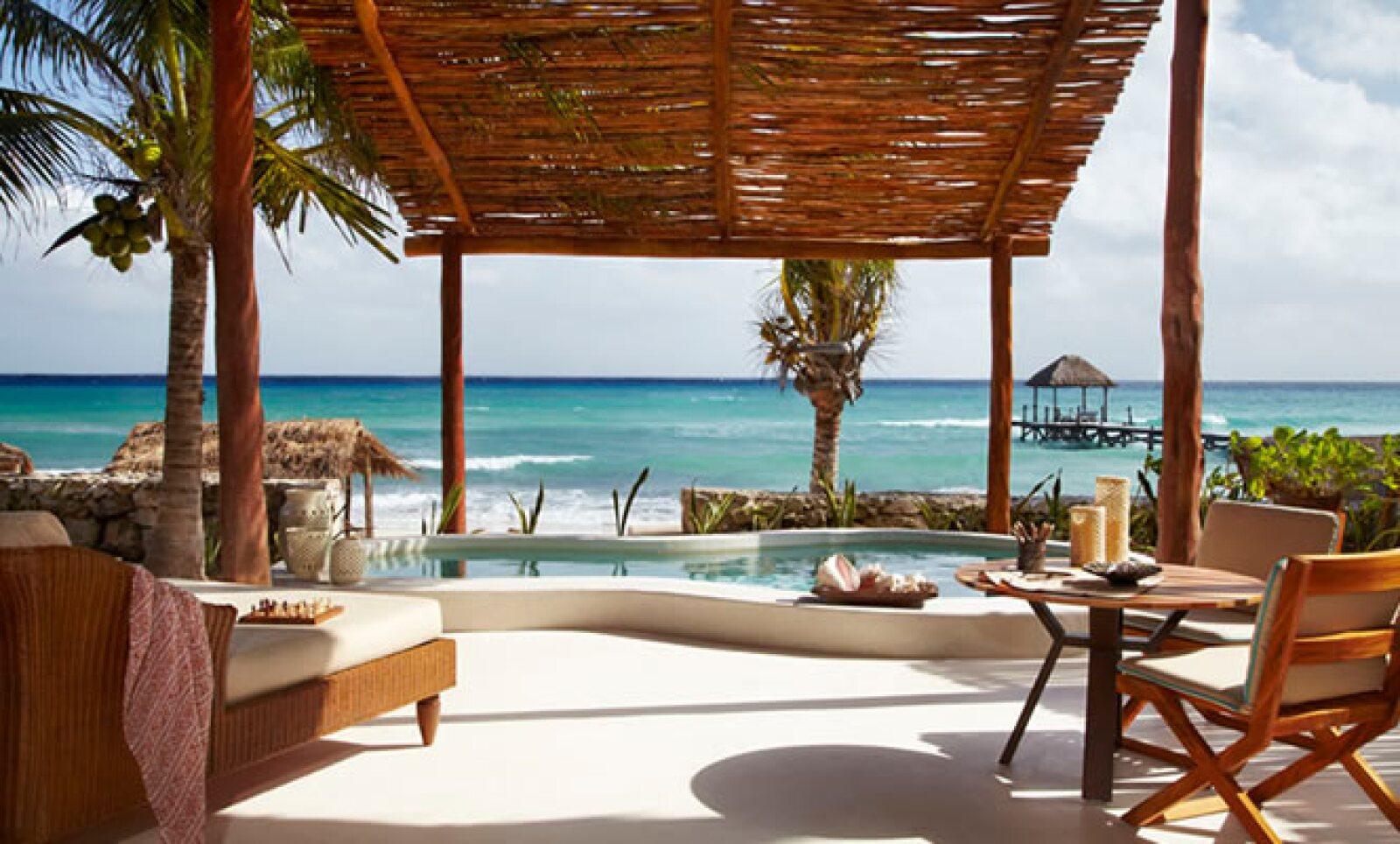 El complejo se sitúa en la costa caribeña de la península de Yucatán en México, ubicado a 35 minutos del Aeropuerto Internacional de Cancún, y diez kilómetros al norte de Playa del Carmen.
