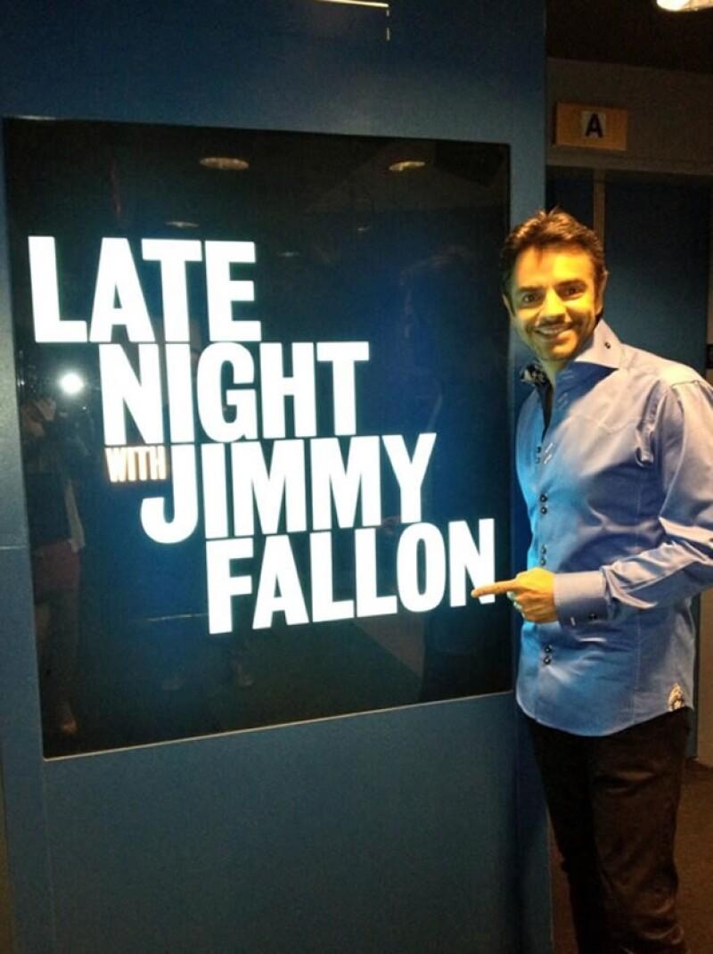 """El comediante mexicano estuvo de invitado en el programa """"Late Night with Jimmy Fallon"""" y durante toda la entrevista el conductor no paró de reír."""
