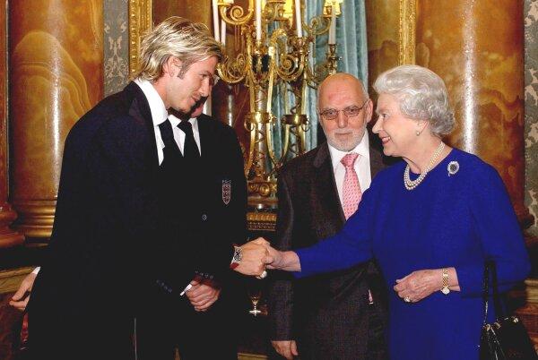 Reina Isabel  y David Beckham 2