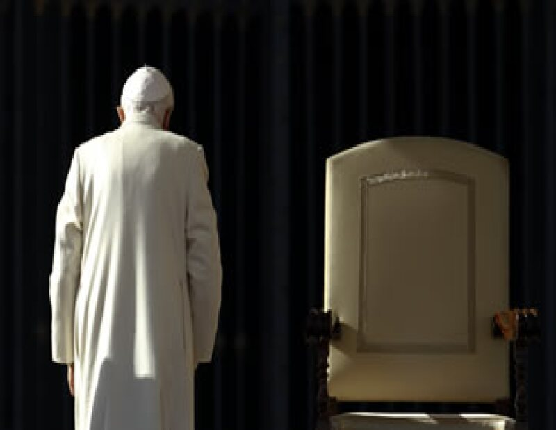 La avanzada edad y la poca fuerza para seguir ejerciendo su cargo son las razones que el pontífice dio a sus cardenales, según un comunicado.