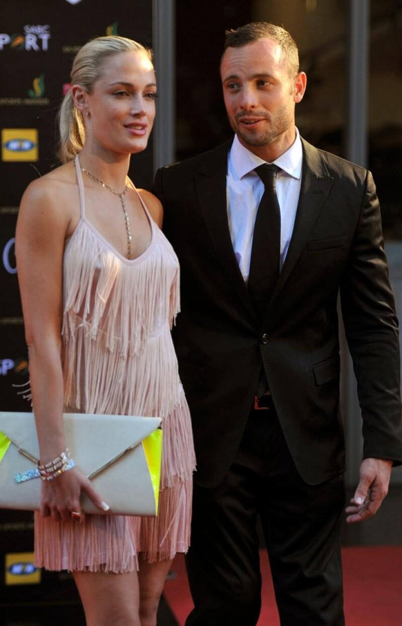 La víctima es la modelo Reeva Steenkamp, quien un día antes escribió en su Twitter sobre la celebración de San Valentín.