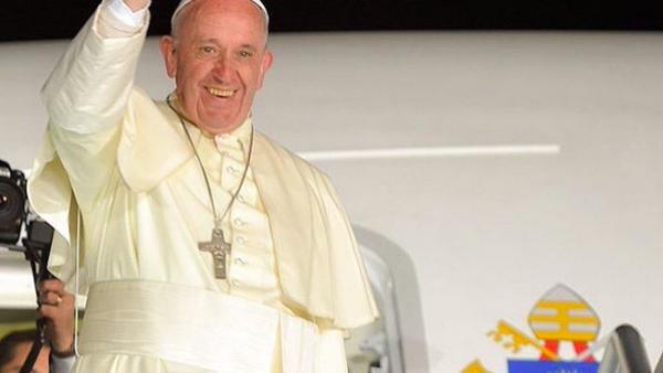 La llegada del Papa a México a dividido opiniones y provocado reacciones. Hay que platicarlo. Además, nuestra insider de New York Fashion Week viene a contarnos todo de la semana de la moda más fría.
